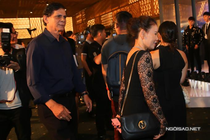 Ngoài Kim Lý, bố mẹ Hồ Ngọc Hà cũng tháp tùng con gái tham gia chương trình quy tụ nhiều ngôi sao nổi tiếng.