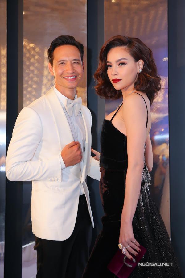 Tối 27/6, Hồ Ngọc Hà và Kim Lý cùng xây dựng hình ảnh sang trọng khi xuất hiện trong đêm vinh danh các nghệ sĩ có phong cách thời trang nổi bật của năm.
