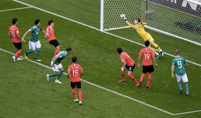 Thủ môn Hàn Quốc đã có một trận đấu xuất sắc. Ảnh: Reuters
