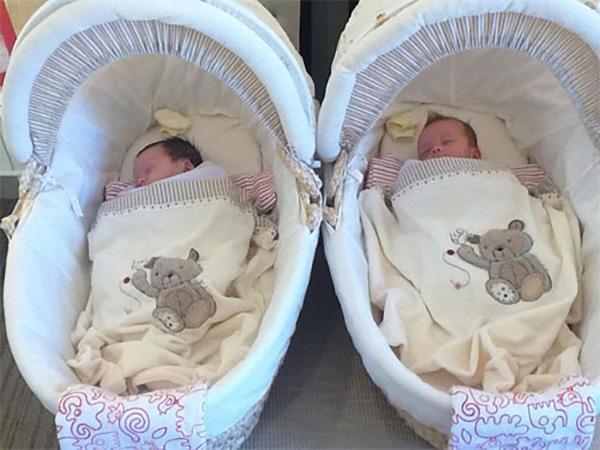 Ngày 8/4/2012, vợ chồng Hồng Nhung lên chức bố mẹ khi chào đón cặp song sinh Tôm và Tép. Nữ ca sĩ giấu kín chuyện này suốt một thời gian dài và đến dịp sinh nhật tròn 2 tuổi của các con, cô mới công khai hình ảnh của Tôm và Tép.
