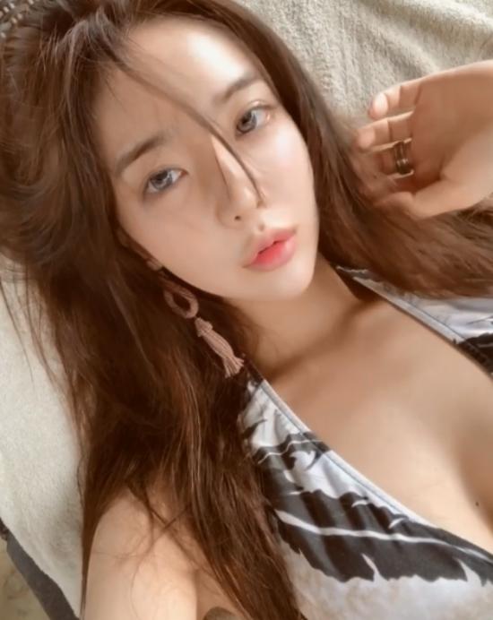 Ngoài vai trò một vận động viên thể hình, Lee Yeon Hwa gần đây tham gia một số show giải trí trên truyền hình để chia sẻ về niềm yêu thích với bộ môn thể thao của mình.