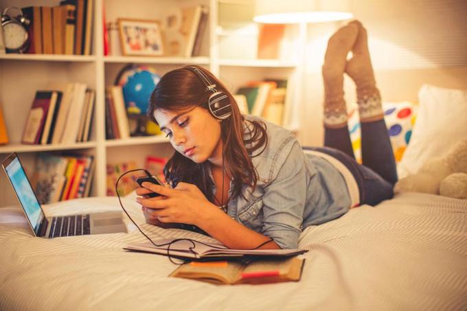 Thời gian ngủ ban đêm của trẻ vị thành niên giảm 15 phút mỗi năm.