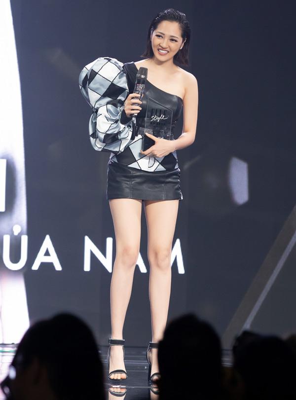 Sau khi hội ngộ Bùi Tiến Dũng, Bảo Anh tới lễ trao giải do một tạp chí thời trang tổ chức. Cô được trao giải Nghệ sĩ có hình ảnh đột phá của năm.