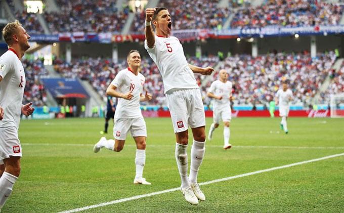 Bednarek ghi bàn duy nhất của trận đấu. Ảnh: FIFA.