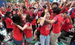 Fan Hàn Quốc nhảy múa mừng chiến thắng trước Đức