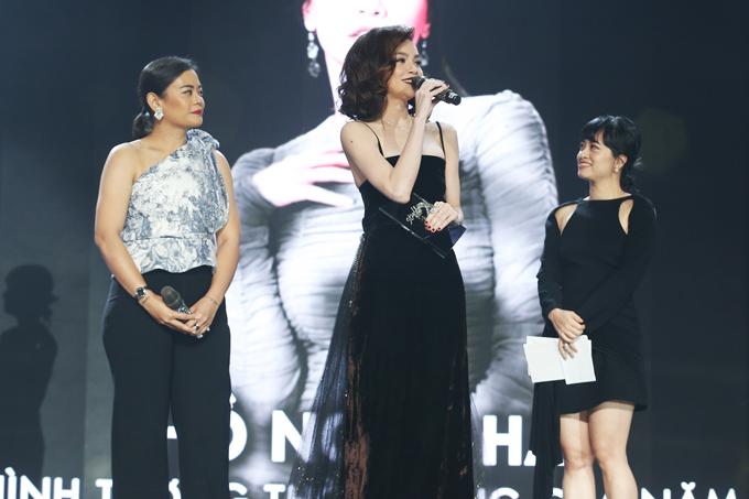 Trong đêm vinh danh các nghệ sĩ phong cách của năm, Hồ Ngọc Hà nhận được giải thưởng Hình tượng thời trang của năm.