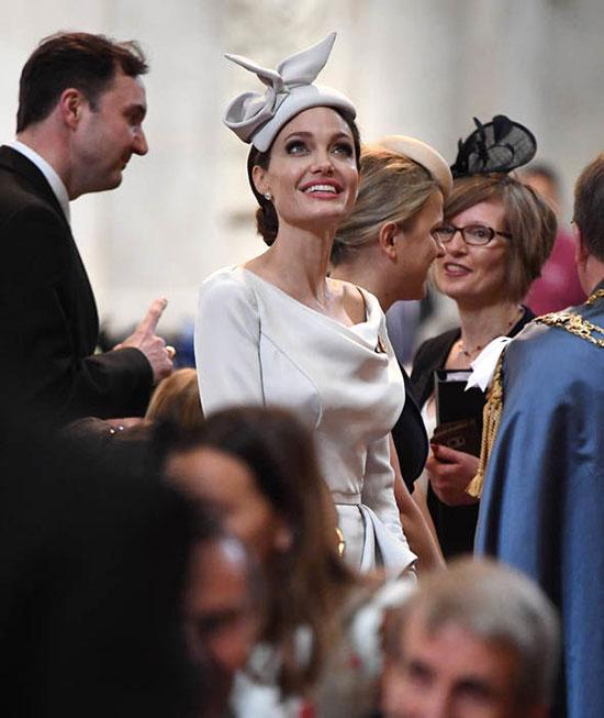Angelina Jolie mặc kiểu cách trong sự kiện của hoàng gia Anh - 5