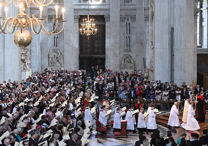 Không gian buổi lễ của Hoàng gia Anh tại nhà thờ Thánh Paul.