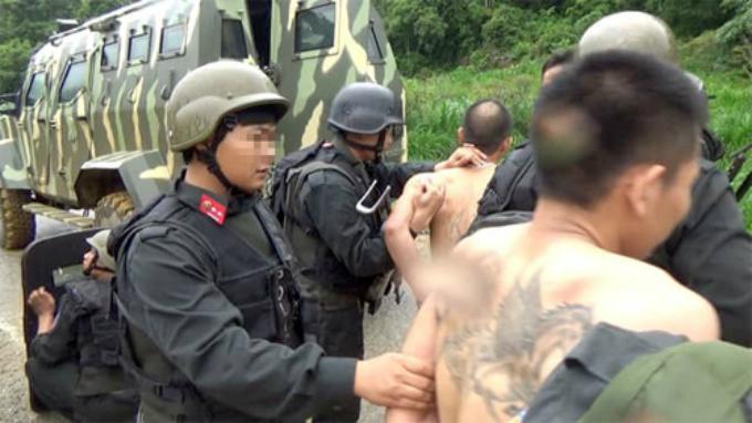 Một số người bị bắt sau khi hai trùm ma túy bị tiêu diệt. Ảnh công an cung cấp.