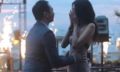 Lan Khuê hết khóc lại cười sau màn cầu hôn của Tuấn John