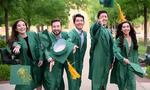5 anh chị em sinh năm cùng tốt nghiệp một trường đại học