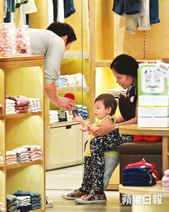 Á hậu Trung Quốc hạnh phúc vì tình mới yêu thương con gái khiếm thính của cô - 3