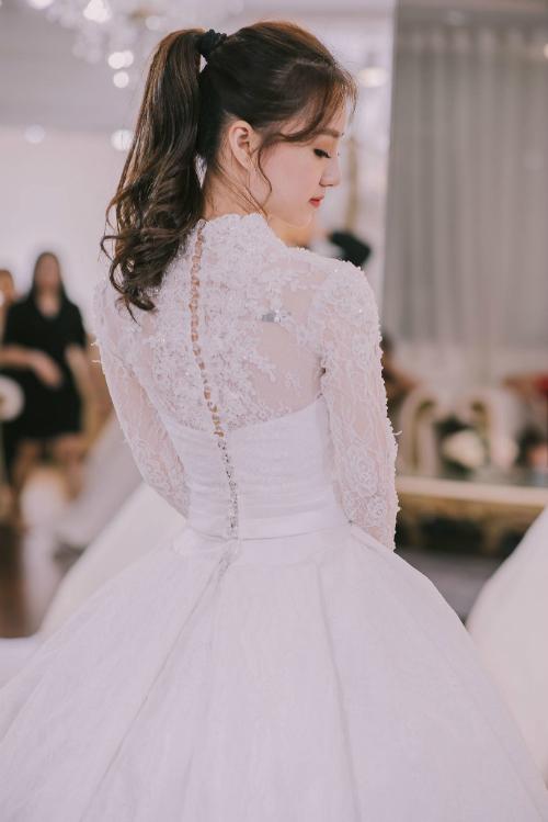 Hot girl Vy Võ thướt tha trong áo cưới lấy cảm hứng hoàng gia - 2