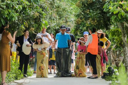 Nhân kỷ niệm ngày Gia đình Việt Nam (28/6), Tập đoàn khách sạn Mường Thanh tổ chức Cuộc đua kỳ thú  Gia đình chất chơi với mong muốn tạo thêm sân chơi gắn kết giữa các thành viên trong gia đình, giúp hiểu được giá trị của tình thân.