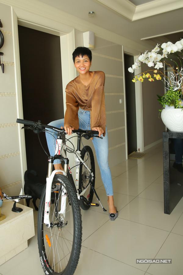 HHen Niê sống giản dị trong căn hộ giải thưởng Hoa hậu