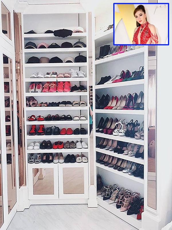 Ca sĩ Bảo Thy cũng sở hữu tủ giày hiệu đắt giá. Hầu hết đều là giày cao gót phục vụ cho cô biểu diễn hay đi sự kiện.