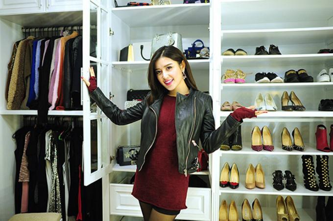 Trong căn hộ chung cư cao cấp, Huyền My cũng đầu tư không gian bảo quản những đôi giày đắt tiền.