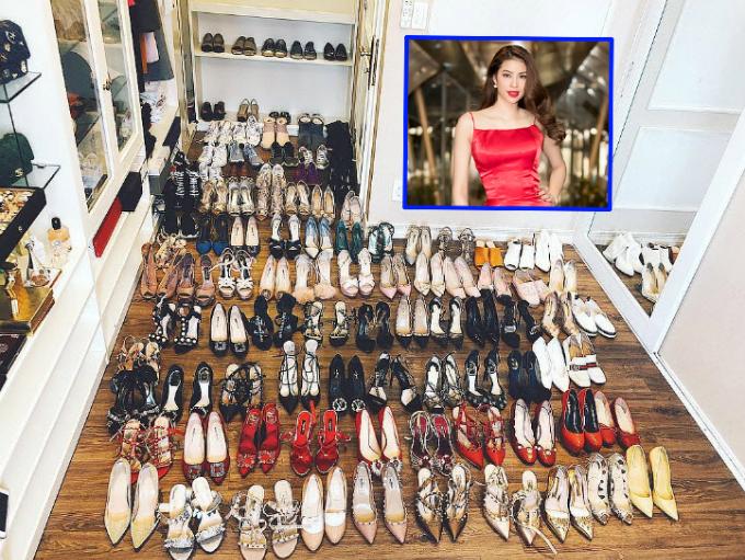 Hoa hậu Phạm Hương không ngần ngại chia sẻ tử giày của bàn thân trên trang cá nhân. Vốn là Hoa hậu sang chảnh bậc nhất showbiz, gia tài của cô có đến trăm đôi giày của nhiều thương hiệu đắt giá: Louboutin, Gucci...