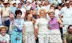 WAGs tuyển Anh 'chất chơi' ở các kỳ World Cup