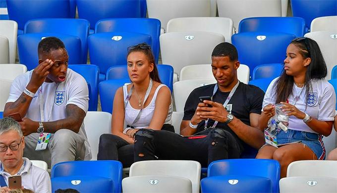 Vợ sắp cưới của tiền vệ Raheem Sterling - Paige Milian (ngoài cùng bên phải) cũng góp mặt trong dàn WAGs tuyển Anh tại sânKaliningrad.