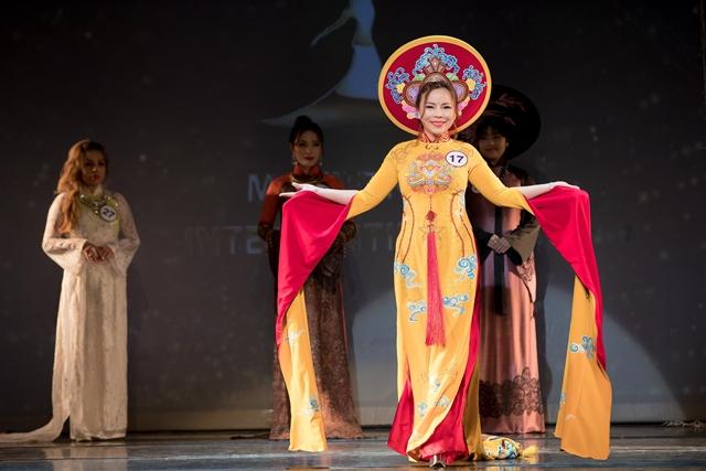 Nguyễn Thu Trang đến từ Huế giành Á hậu 4. Cô còn nhận được giải thưởng Hoa hậu vì cộng đồng ngay trước thềm chung kết và giải phụ Miss Áo dài. Cô hiện là Chủ tịch HĐQT một công ty chuyên phân phối các mặt hàng thực phẩm.
