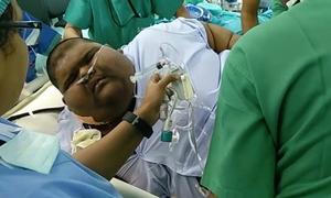 Cậu bé nặng 235 kg giảm 63 kg sau hai tháng cắt bớt dạ dày