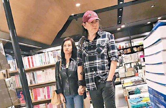Hoàng Thu Sinh và vợ.