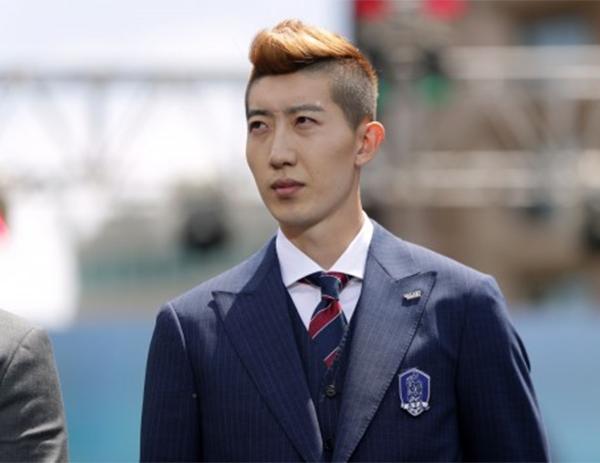 Thủ môn hot boy của tuyển Hàn Quốc là soái ca nổi tiếng yêu vợ, thương con - 9