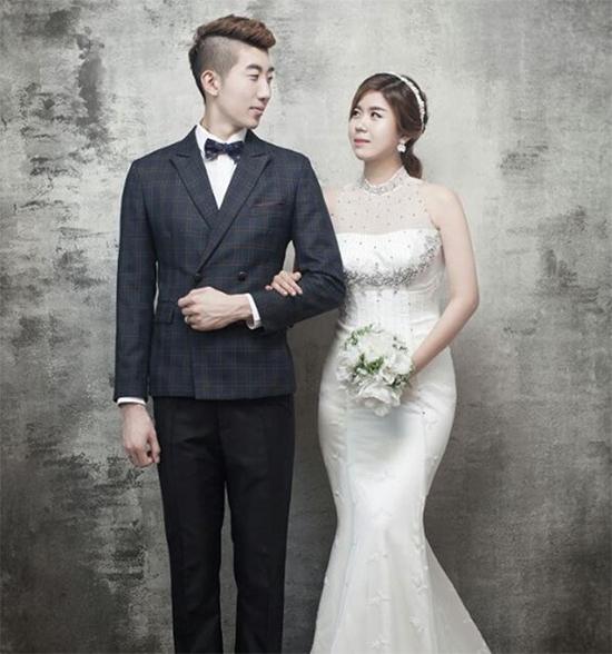 Thủ môn hot boy của tuyển Hàn Quốc là soái ca nổi tiếng yêu vợ, thương con - 3