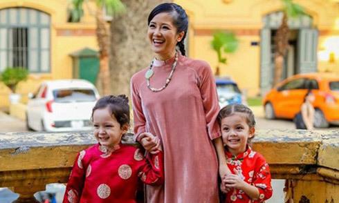 Hồng Nhung: 'Tự xốc mình lên và cho con được cười hồn nhiên'