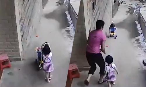 Bé gái 3 tuổi thả xe đẩy chở em lao dốc