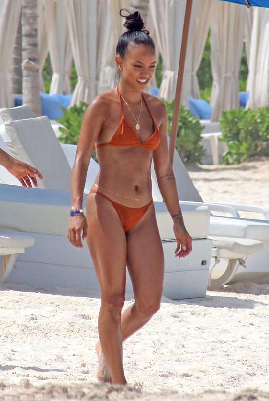Rời Los Angeles, Karrueche Trần tới nghỉ dưỡng cùng bạn bè tại một resort ở Cabo, Mexico vào dịp cuối tuần.