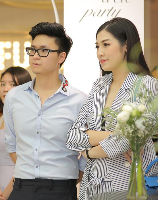 Lần đầu tiên Á hậu Tú Anh xuất hiện cùng chồng sắp cưới - 5