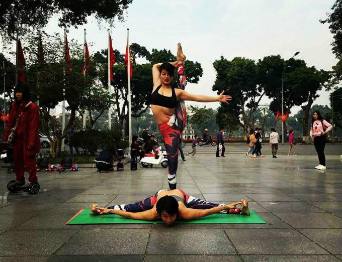 Cùng có tiếng nói chung là yoga nên Hòa và mẹ chồng rất gần gũi, thân thiết.