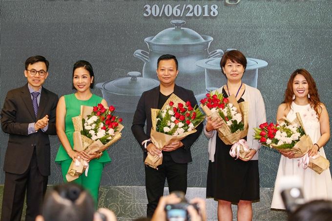 Mỹ Linh đảm nhận vai trò đại sứ thương hiệu của Công ty Gốm sứ Minh Long.
