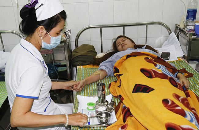 Cô giáo Nguyễn Thị Xuân Mai đang điều trị tại bệnh viện. Ảnh:Sơn Thủy.