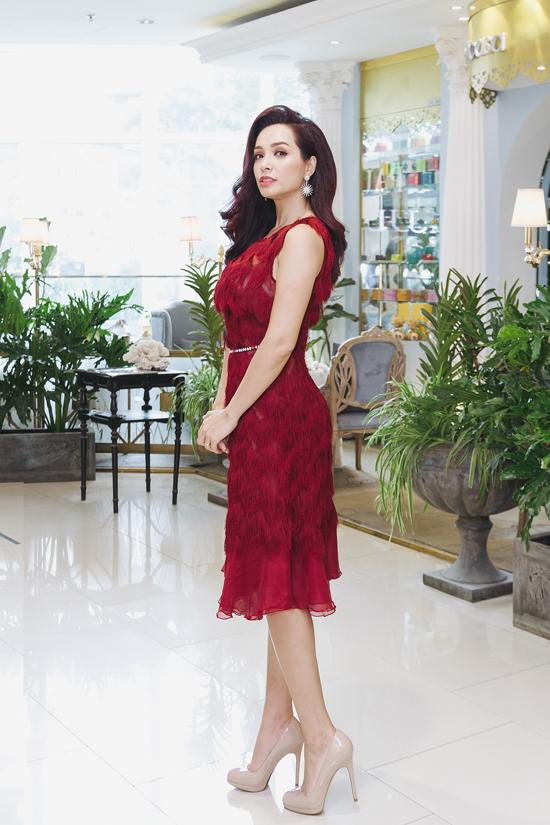 Thuý Hạnh vừa kết thúc đợt quay phimTuyệt mật trong bóng đêm, tác phẩm truyền hình dài tập đầu tiên chị nhận lời tham gia đóng vai chính.