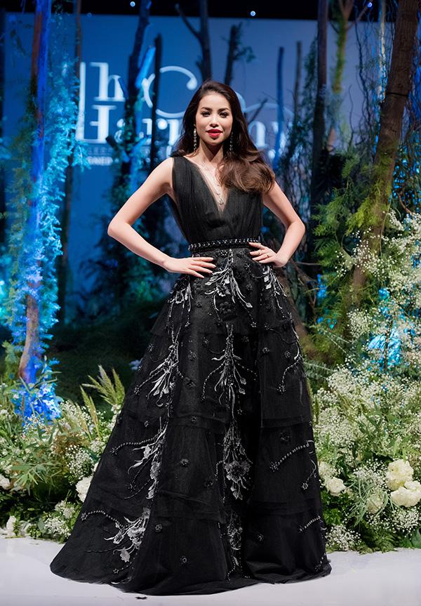 Tối 30/6, show thời trang cá nhân đầu tiên của NTK Hà Duy đã diễn ra tại Hà Nội.