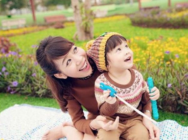Diệp Chi tăng 27 kg trong quá trình mang thai nhưng con gái chào đời chỉ nặng 2,7 kg.
