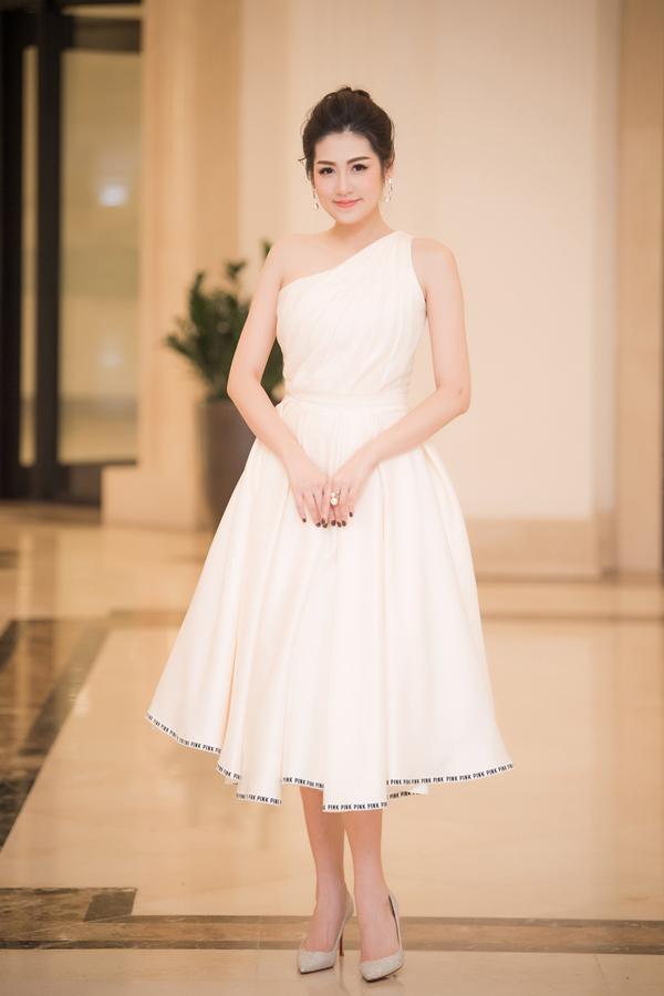 Dàn Hoa hậu, Á hậu lộng lẫy xem show thời trang của NTK Hà Duy - 3