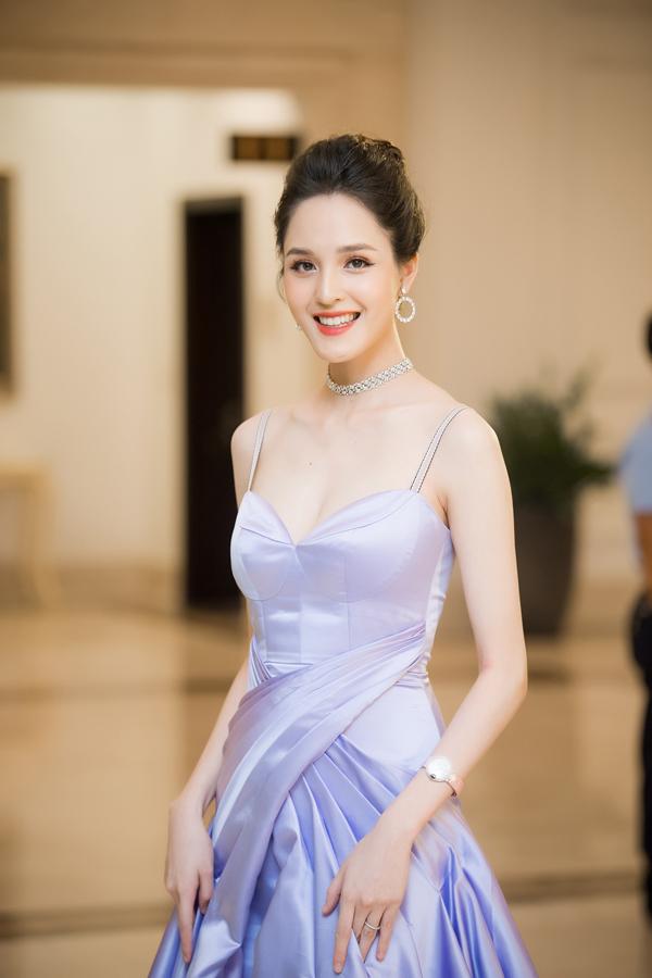 Dàn Hoa hậu, Á hậu lộng lẫy xem show thời trang của NTK Hà Duy