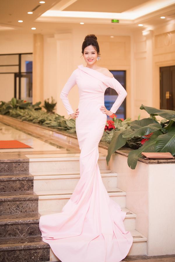 Dàn Hoa hậu, Á hậu lộng lẫy xem show thời trang của NTK Hà Duy - 8