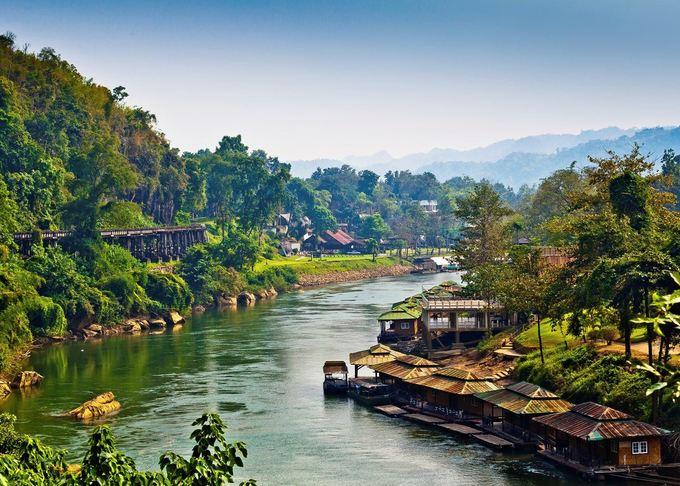 Ngôi làng thơ mộng bên sông gần Bangkok, Thái Lan