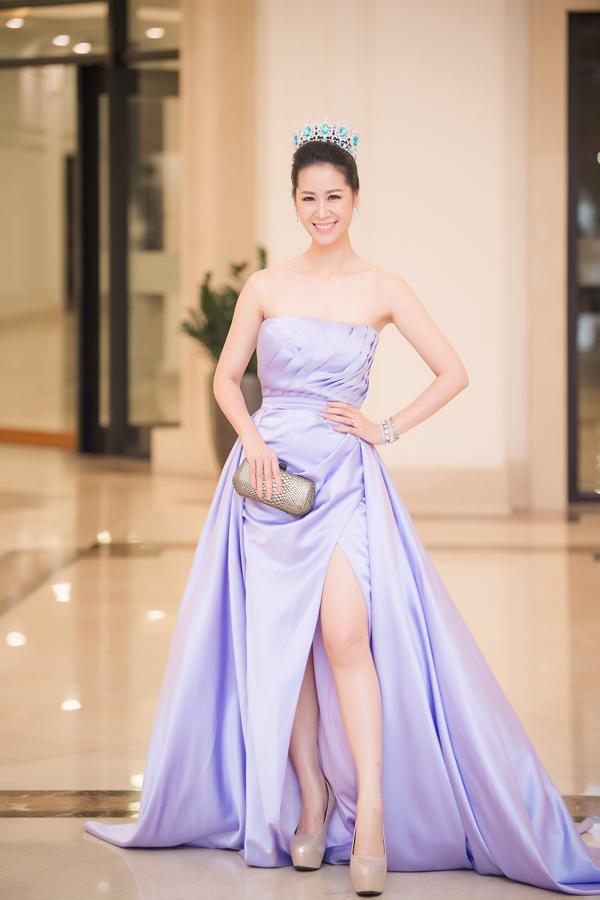 Dàn Hoa hậu, Á hậu lộng lẫy xem show thời trang của NTK Hà Duy - 10