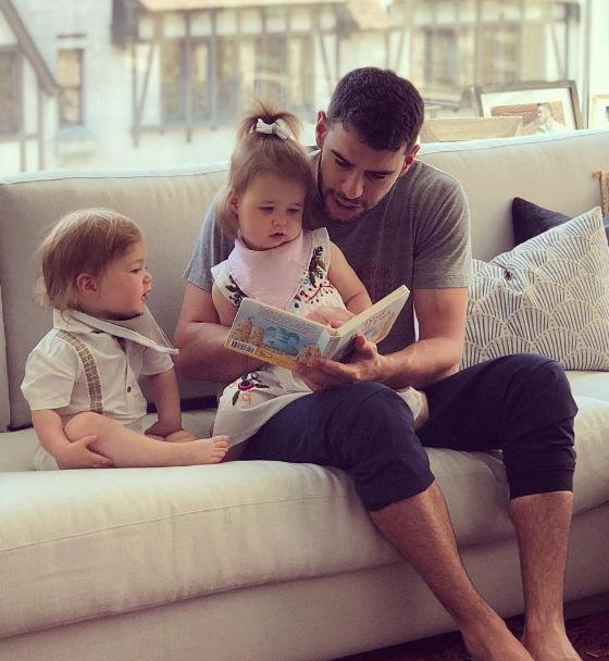 Adam hiện là một ông bố hai con.