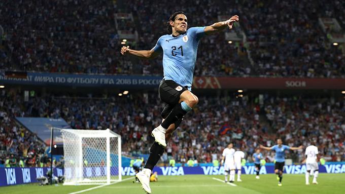 Cavani hoàn tất cú đúp giúp Uruguay giành chiến thắng 2-1. Ảnh: FIFA.