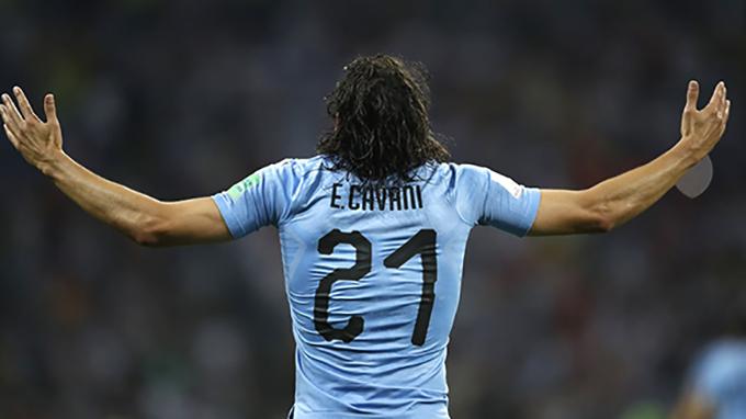 Cavani mừng bàn mở tỷ số cho Uruguay. Ảnh: FIFA.