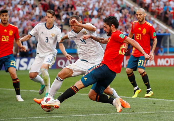 Hạ chủ nhà Nga, Tây Ban Nha vào tứ kết