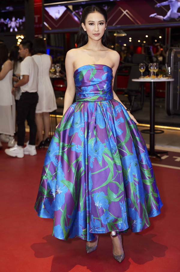 Á hậu Hà Thu lộng lẫy như công chúa trong bộ váy cúp ngực kiểu cổ điển.