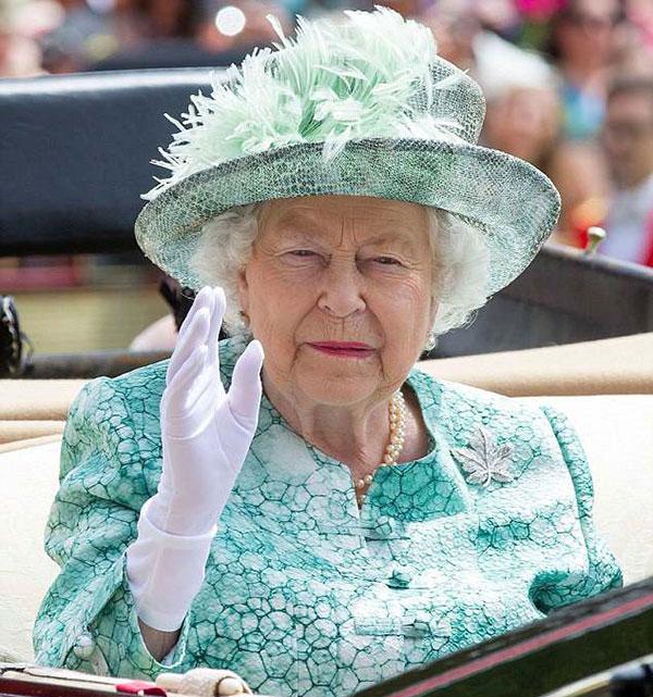 Nữ hoàng Anh tại giải đua ngựa Royal Ascot hồi giữa tháng 6. Ảnh: REX.